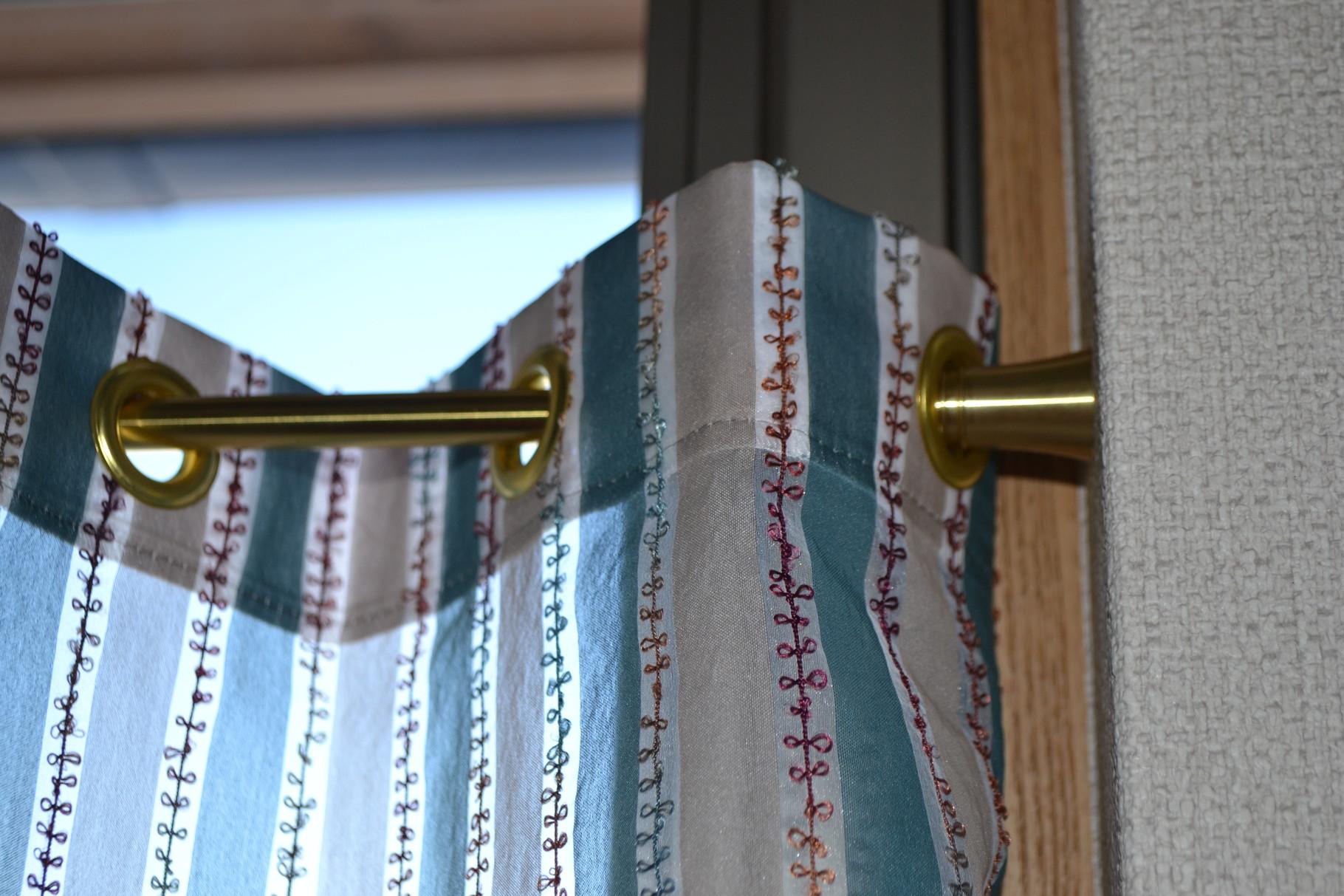 ハトメカーテン