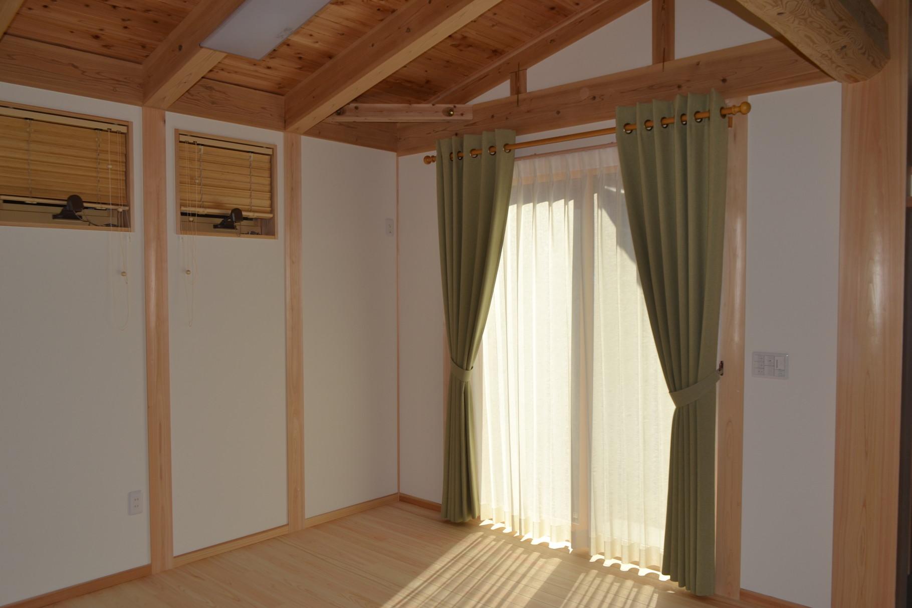 遮光生地のハトメカーテン