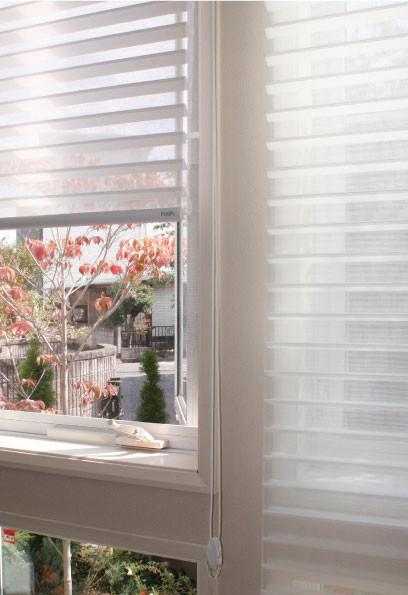 調光スクリーンは、並んだ窓にも綺麗にも スッキリ納まります。