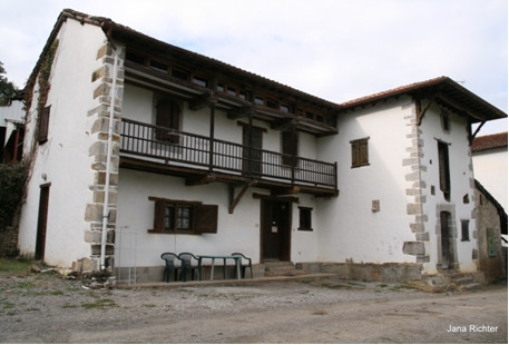 La seule auberge restant à Ostabat, construite sur les fondations d'un ancien hôpital.