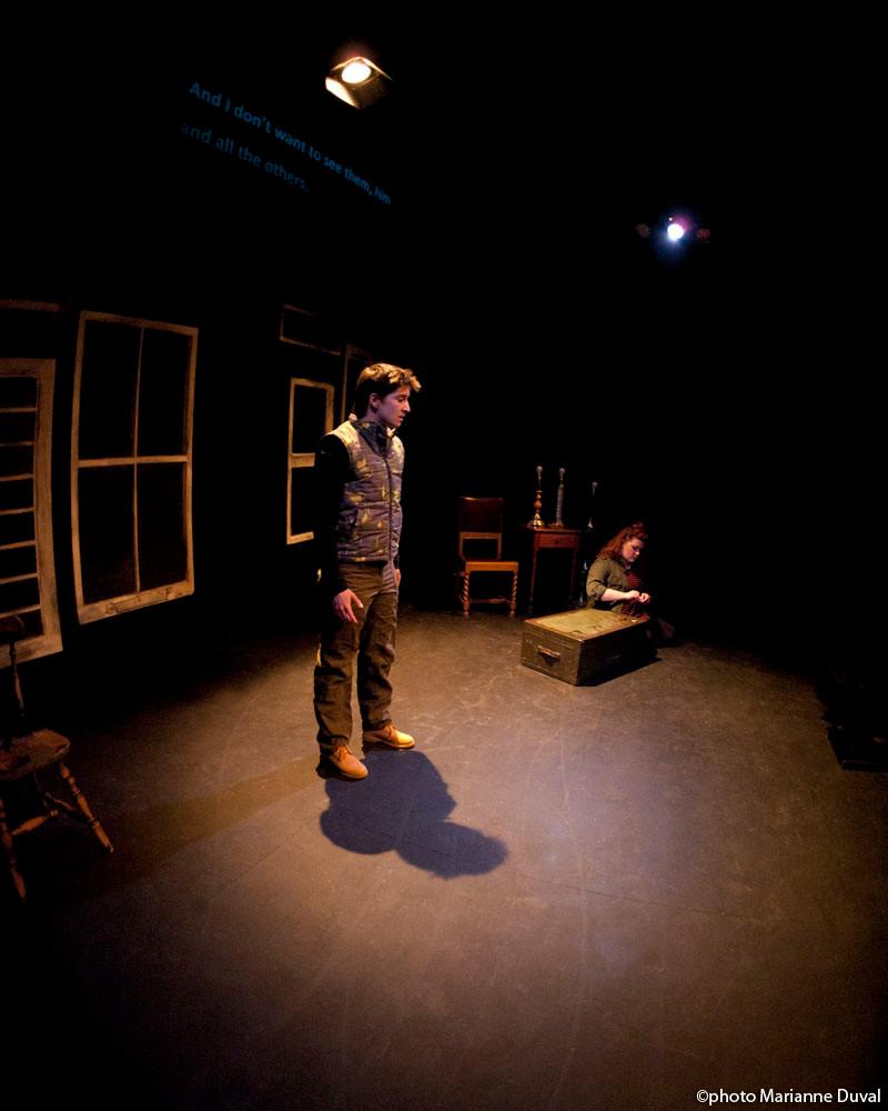 -Ciseaux - Théâtre Rouge Écarlate - Photo Théâtre Marianne Duval -