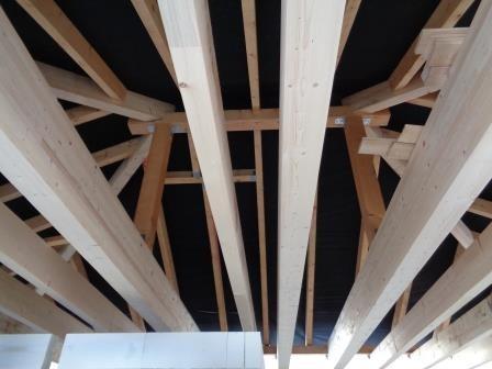 Solider Dachstuhl mit Brettschichtbindern