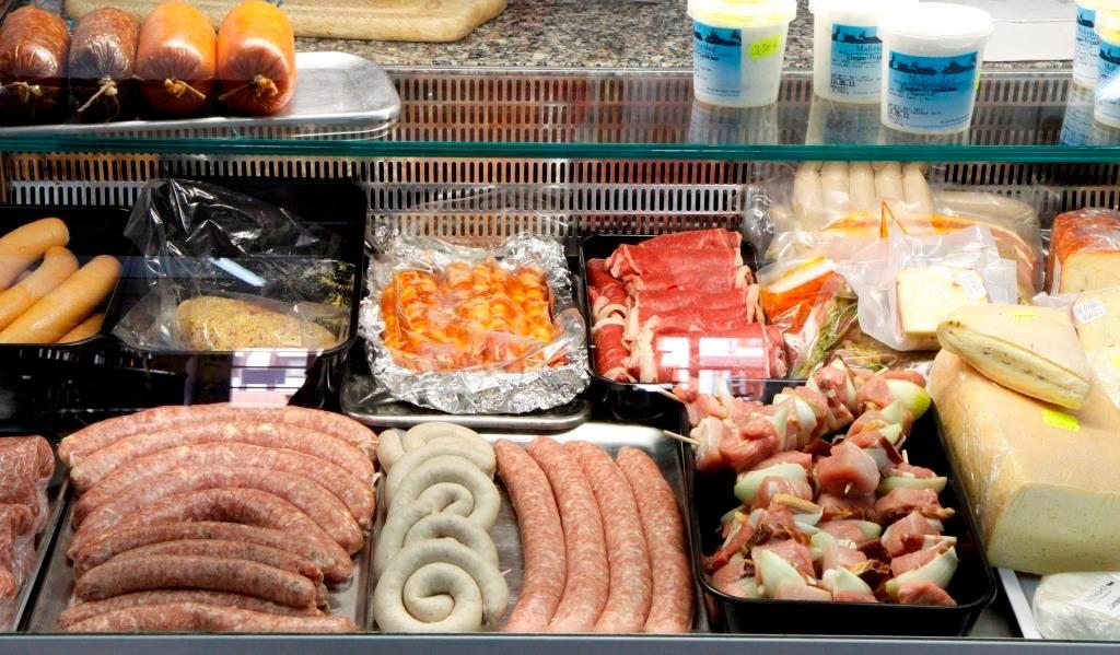 Wurst- und Fleischprodukte von eigenen Tieren,