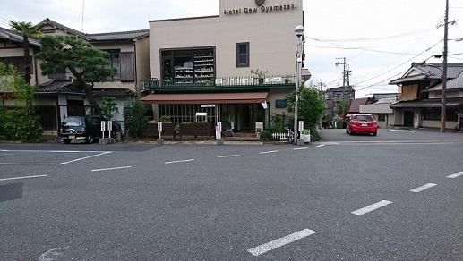 JR山崎駅の正面→右へ進む
