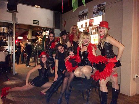Alumnas realizando una actuación en el puerto de Mataró.