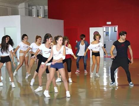 Omar impartiendo una coreografía Hip-Hop