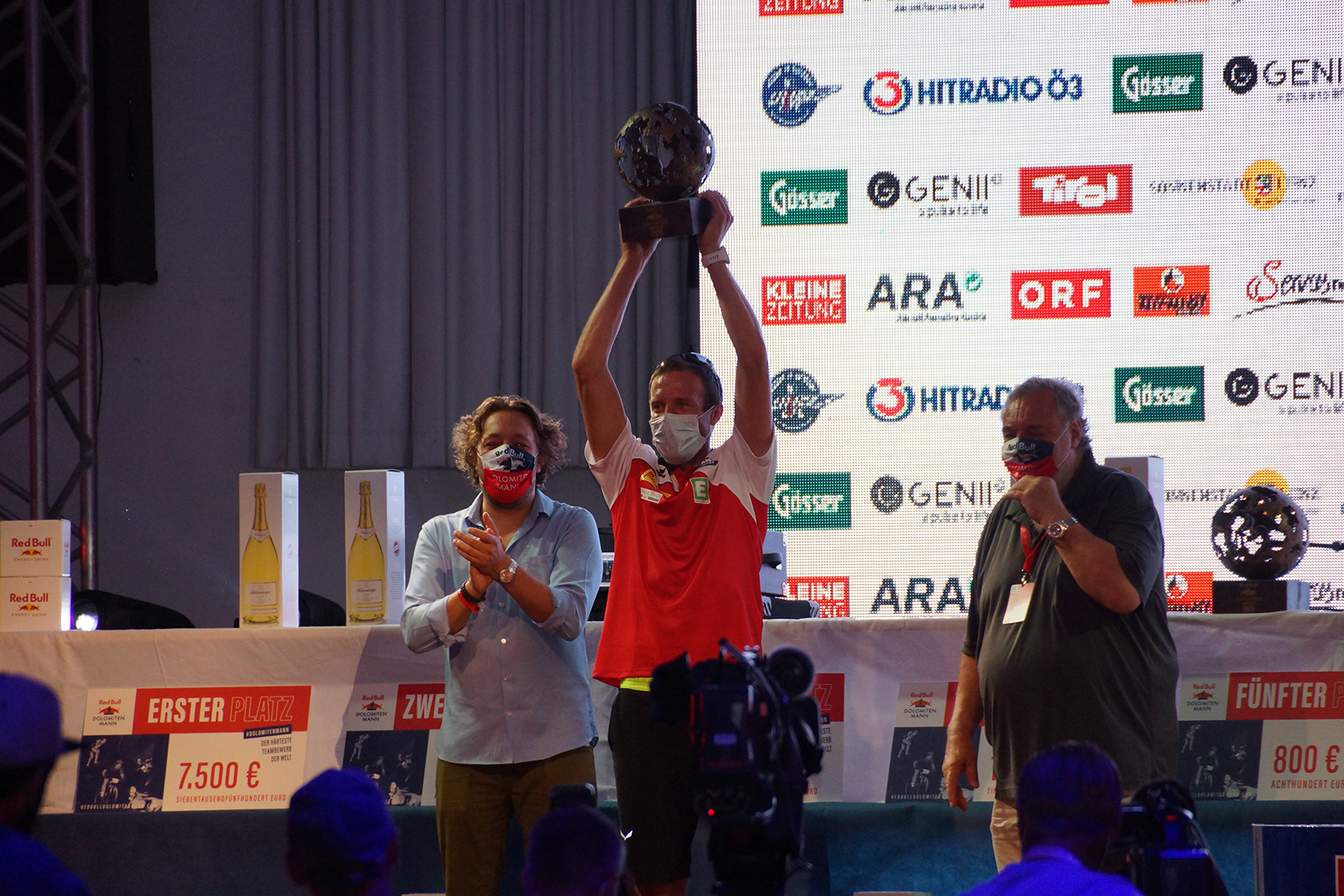 """Chrigel """"the eagle"""" Maurer holte sich den verdienten Tagessieger-Pokal ab"""