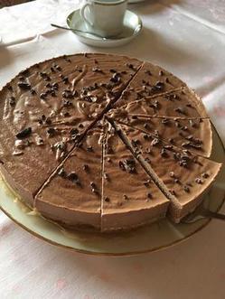 Gâteau crû à la crème au chocolat