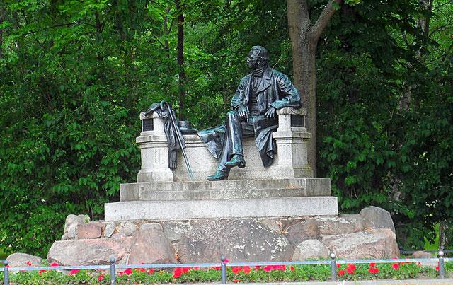 Fontane Denkmal in Neuruppin (Ulrich Gäbler)