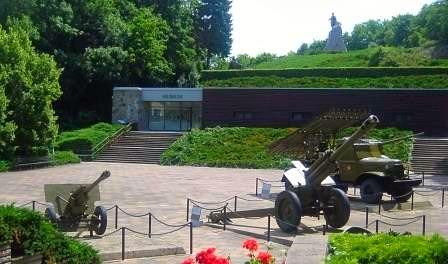Gedenkstätte Seelower Höhen mit sowjetischen Waffen, Museum und Denkmal von Lew Kerbel
