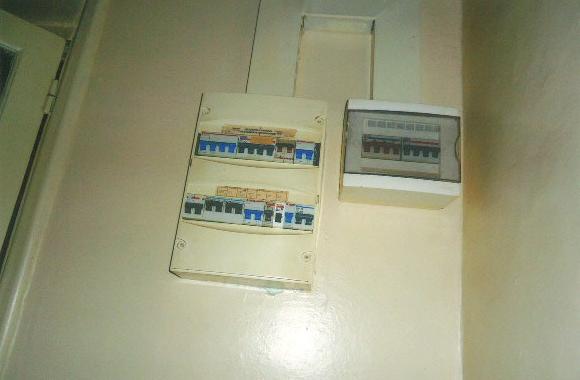 中央の電気のスイッチです。