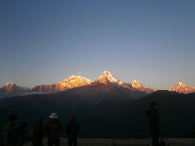 プーンヒルを登っていると暑くて汗だくになり、頂上は寒くて凍えます。