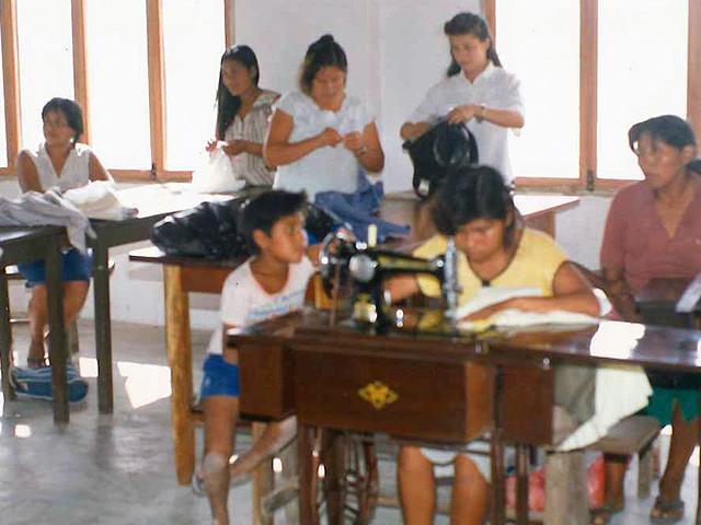教会の2台のミシンはお母さんや子供たちの作品作りに活躍している