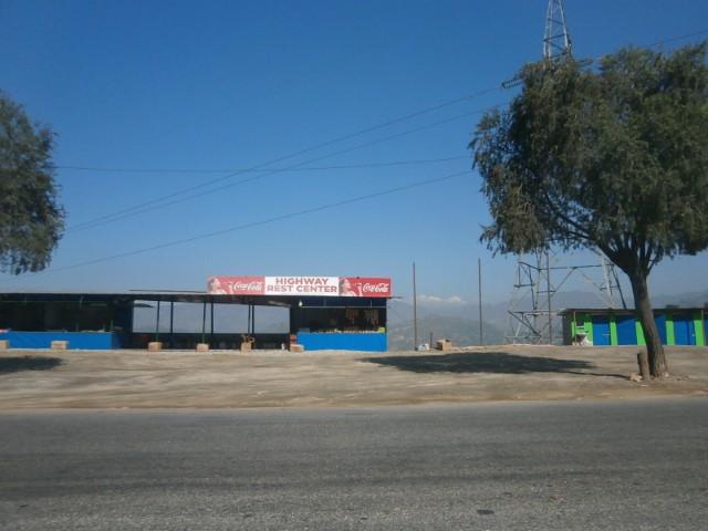日本の「高速道路」の概念とはかなり異なるハイウェイの途中にあったレストセンター。