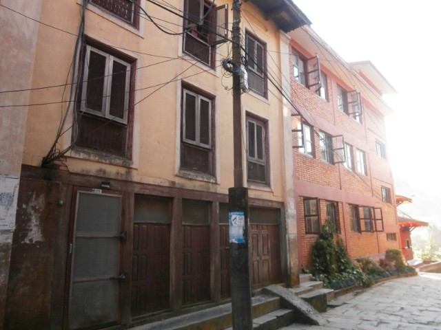 2017年11月時点では古い寮もまだ使われていました。