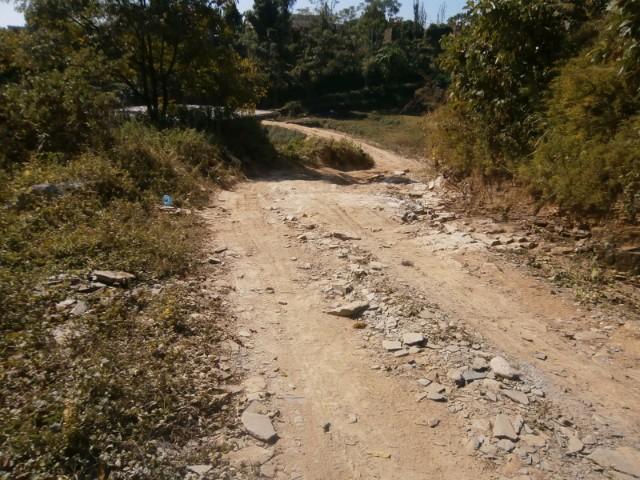 舗装されていない道が続くので(とんでもない悪路もあり)・・