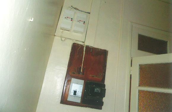 高圧電気のスイッチ。使用が多いとスイッチが切れ電気がきませんので、不必要なところの電気を切ります。