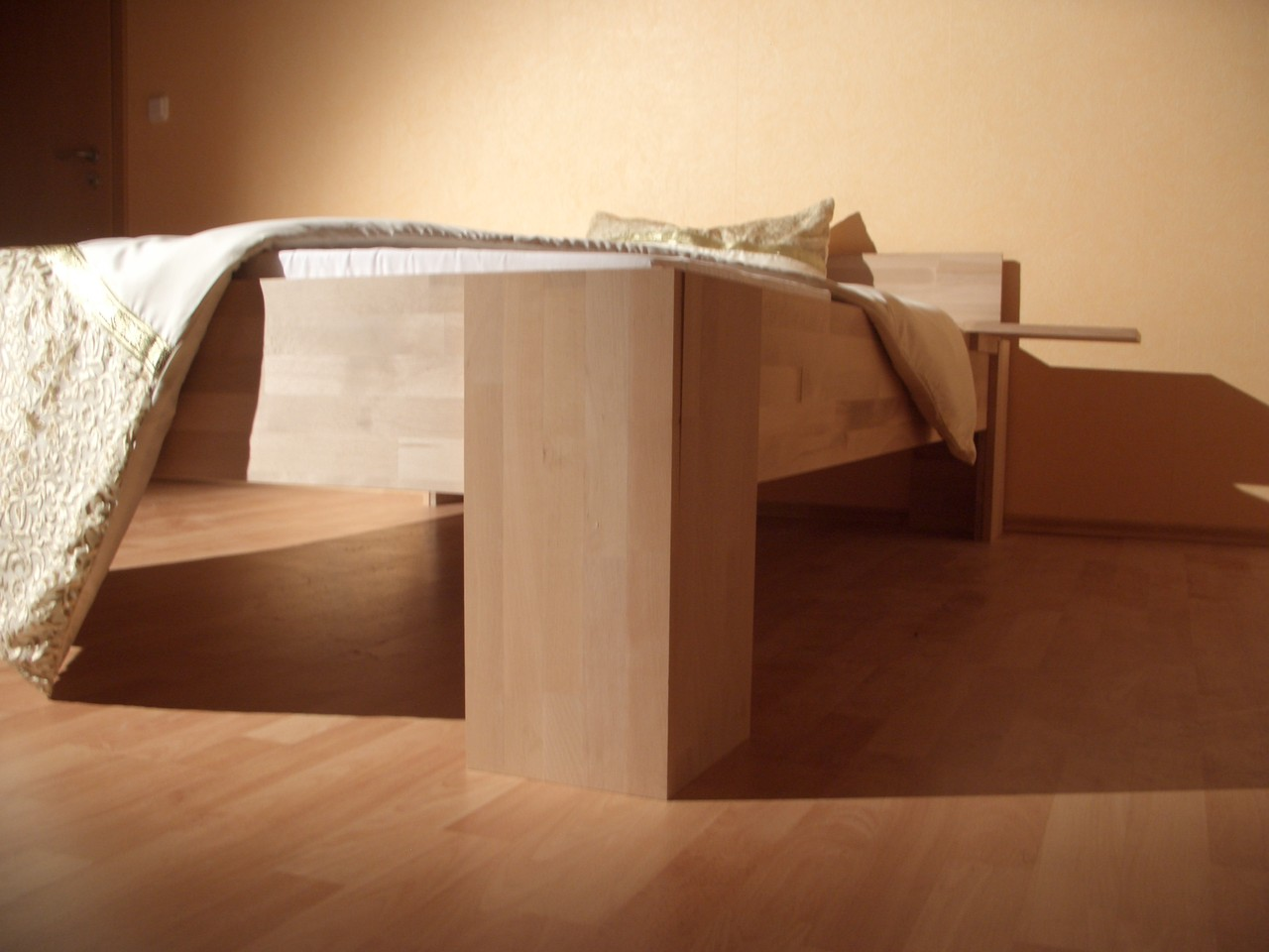 Betten aus buche spielt rme und klettert rme ba ner for Bett 200x220 holz