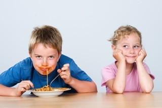 Tischkultur und Tischmanieren lernen Kinder im Kinder-Knigge-Kurs