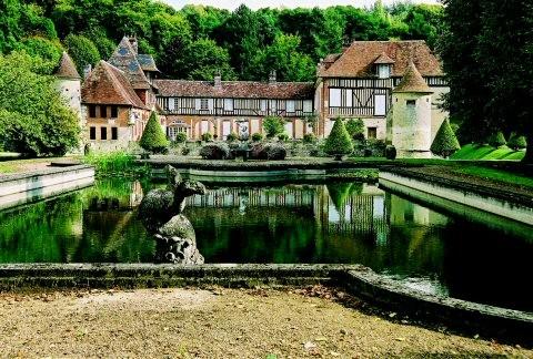 Le château de Boutemont à Ouilly Le Vicomte 12 km