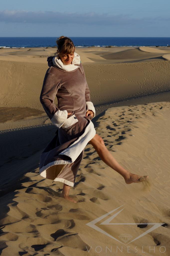 schöner Luxus Bademantel Wellnessmantel Saunamantel mit Kapuze lang