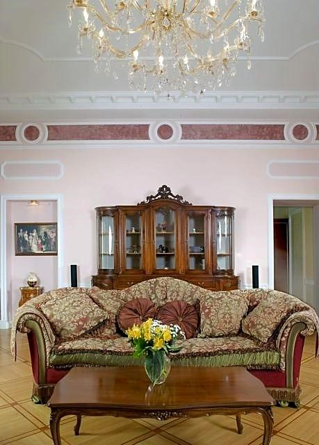 Фотография стены в интерьере гостиной