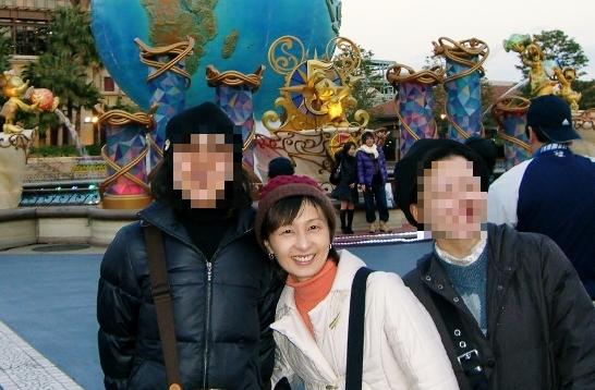 43歳当時の雅恵。東京ディズニーランドにて。