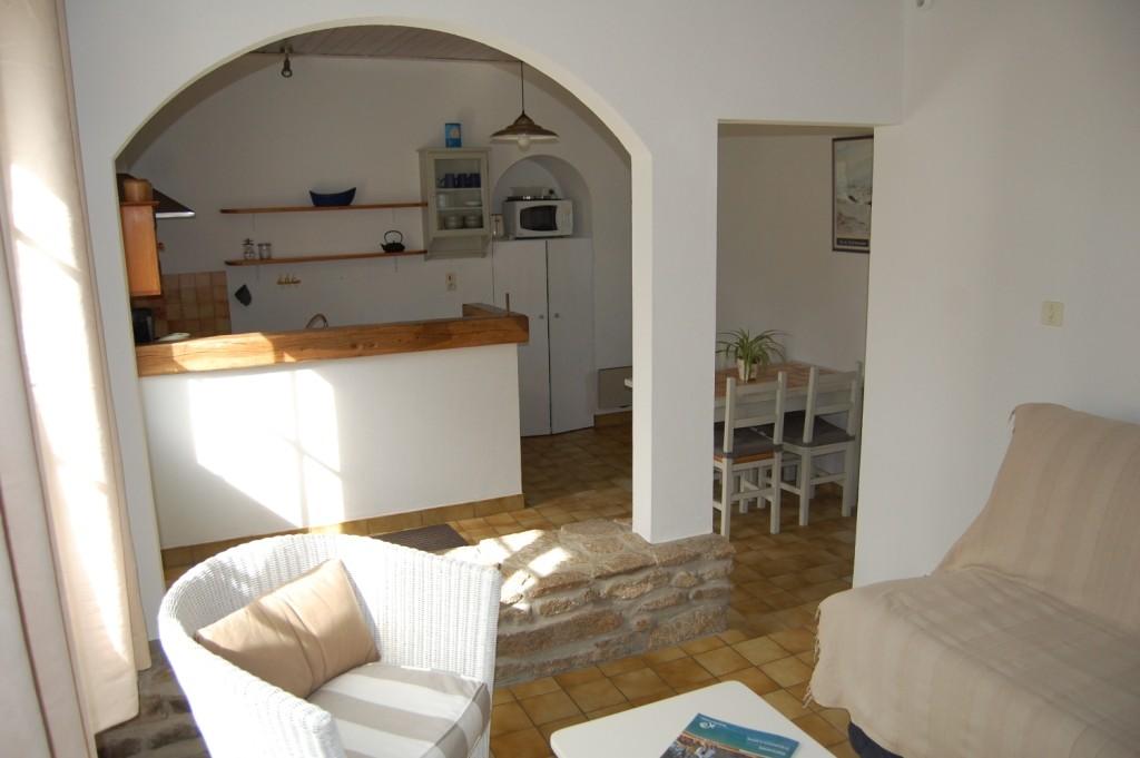 Location Le Cob au Vieil - Salon et cuisine