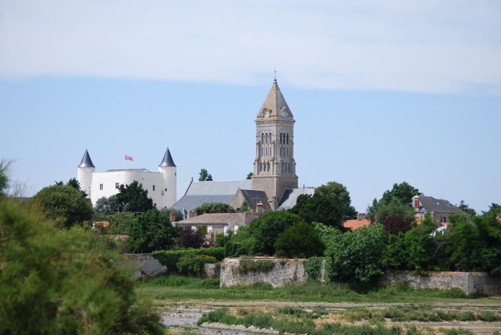 Le château et l'église vus depuis la réserve naturelle du Müllembourg