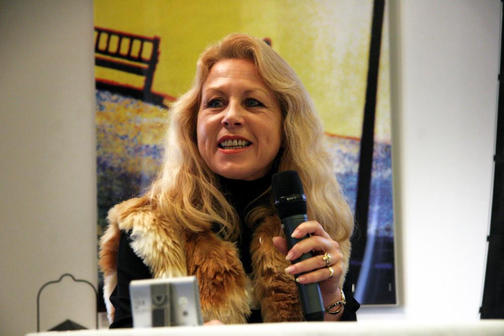Sibylle Sulser, Referentin und Schlleiterin iPEi: Ausbildung, Maltherapie und therapeutischer Farbdialog