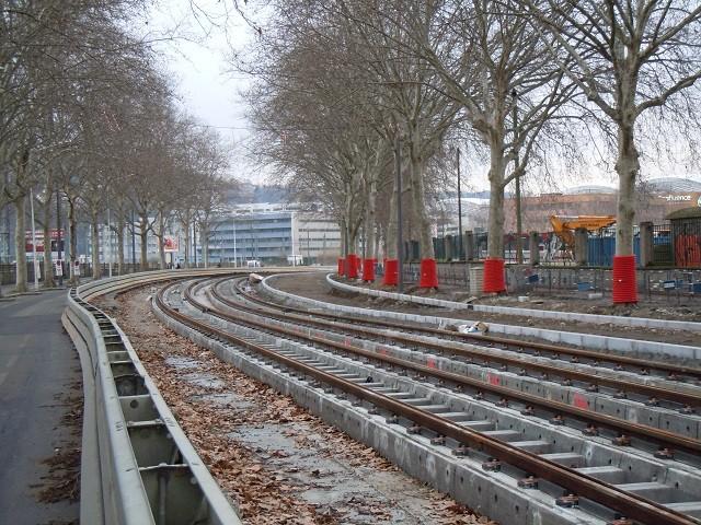 Le 6 mars 2013, vue des travaux du prolongement du tramway T1 sur le Cours Charlemagne. Cliché Yves Allain
