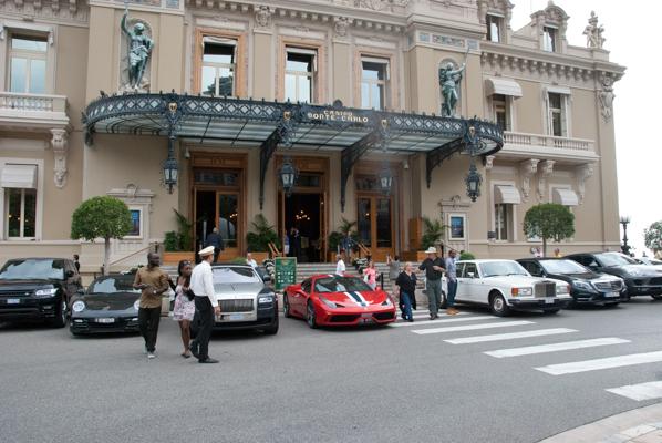 Super cars vor dem Casino de Monte Carlo