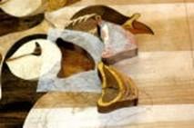⑧切り抜いた穴に接着剤を塗り⑤の部品をはめ込む。