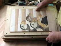⑨この工程を繰り返すことで象嵌が出来上がる。これを「種板」と呼ぶ。