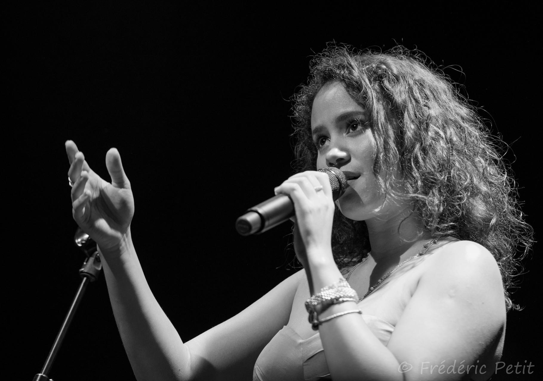 4 octobre 2014 - Mayra Andrade @ La Grange Dimière (Festi'Val de Marne)