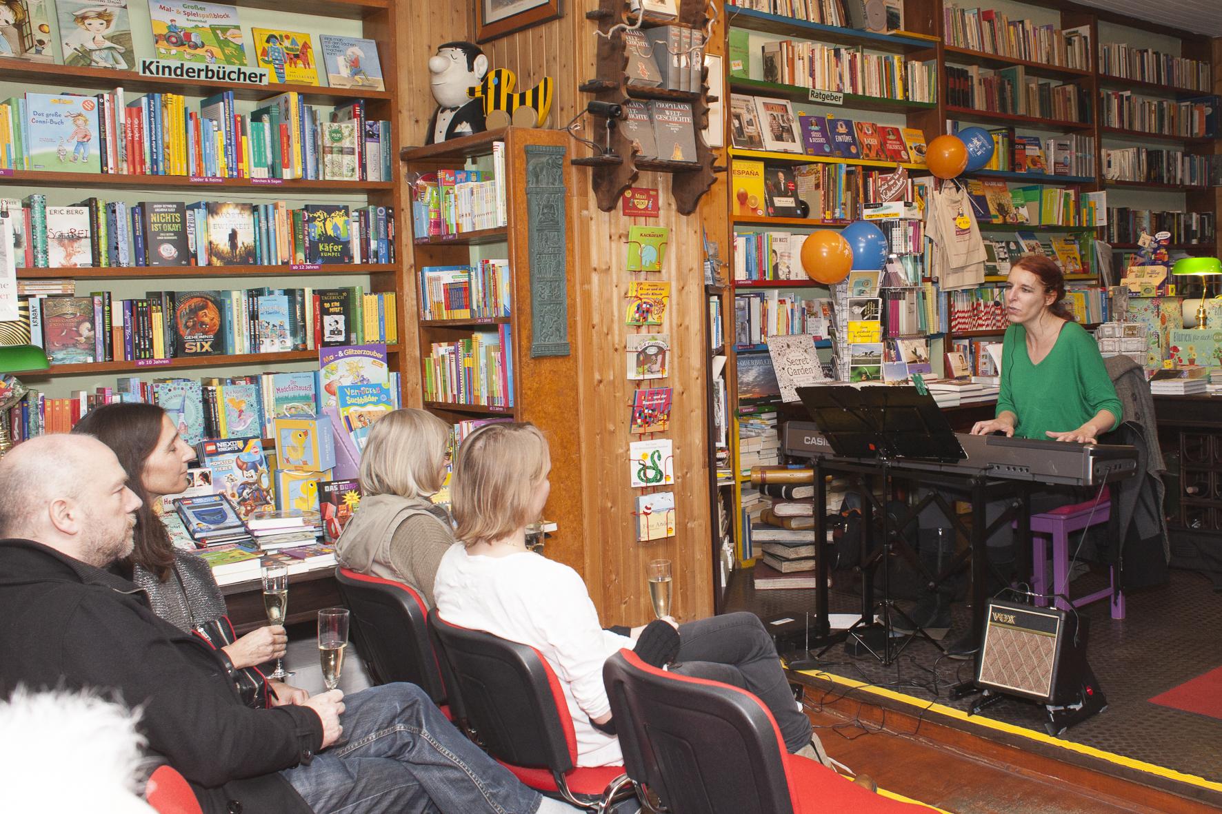 isi in der Buchhandlung am Schäfersee, Foto: Patricia Schichl