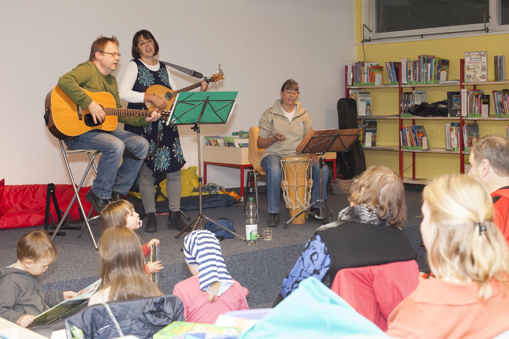 Holzkehlchen in der Bibliothek am Schäfersee, Foto: Patricia Schichl