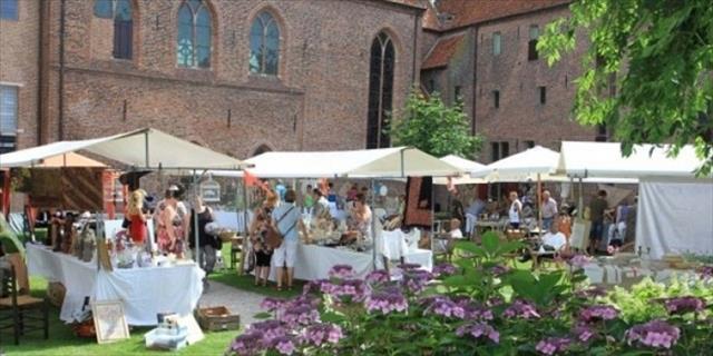 Brocante markt in de kloostertuin Elburg
