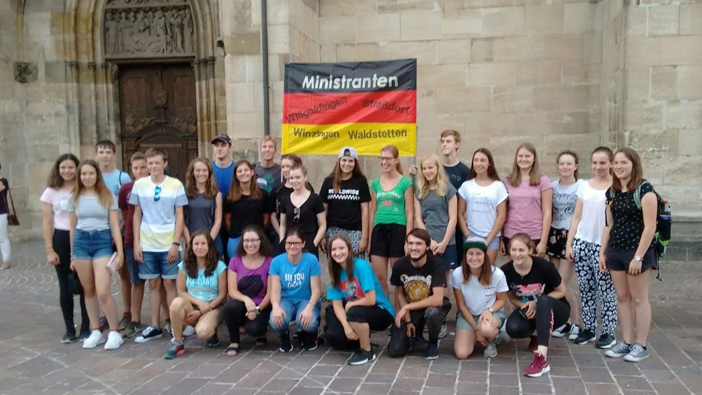 Vor dem Gmünder Münster Aussendungsgottesdienst