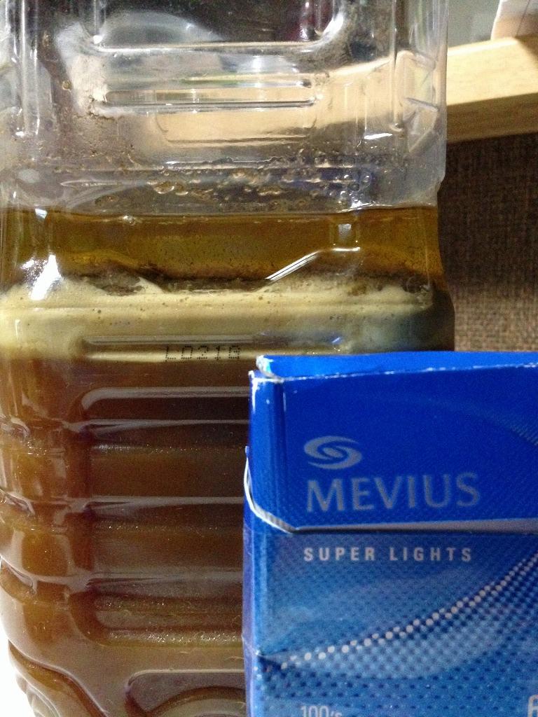 オイルが分離してきたら、スポイトなどで吸い取って別容器に移します。