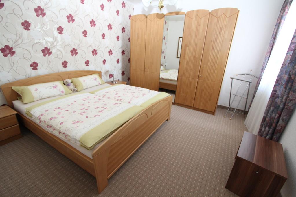 Slaapkamer 1 met een tweepersoonsbed