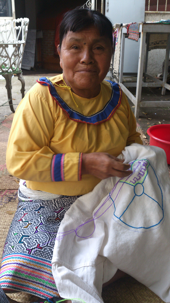 Onaya Aibo shaman and artist Keyla,she and her comunity of artisans and single mothers from Pucalpa,Perú are the authors of the art featured in our website