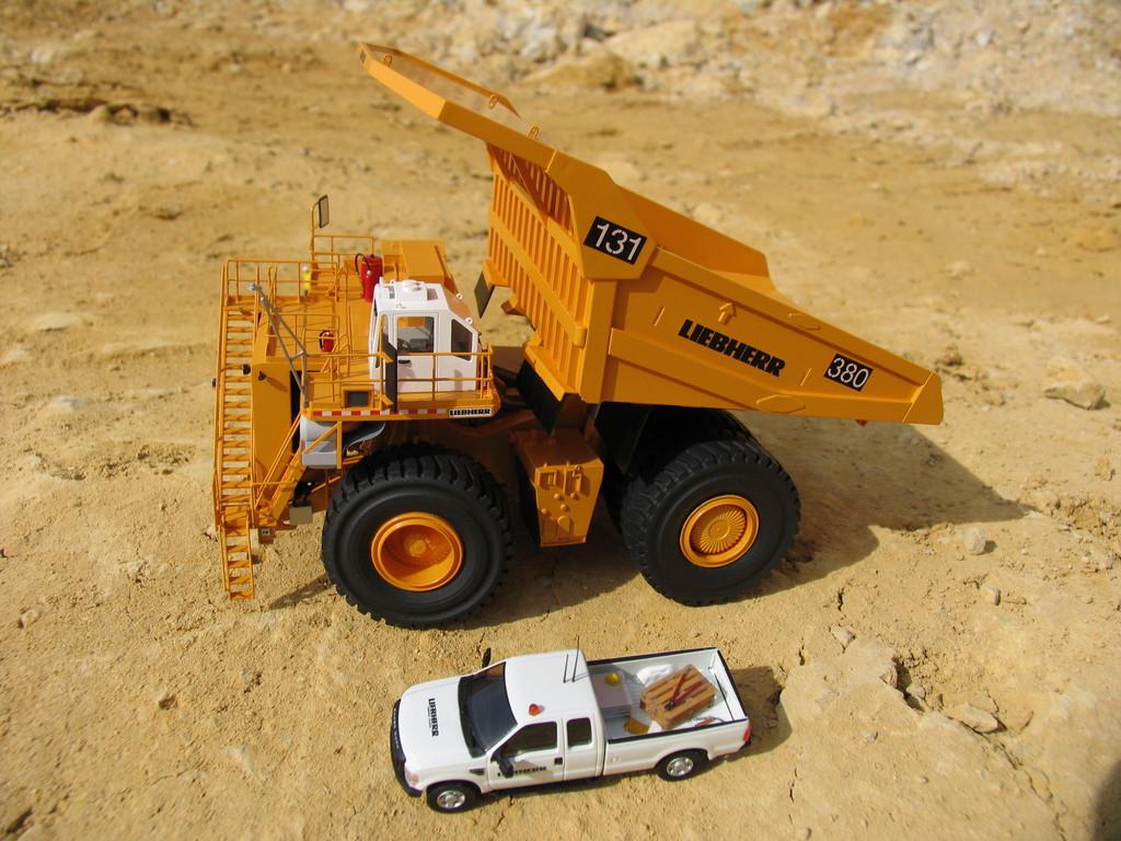 Hier ein Größenvergleich mit einem Ford Pickup Truck