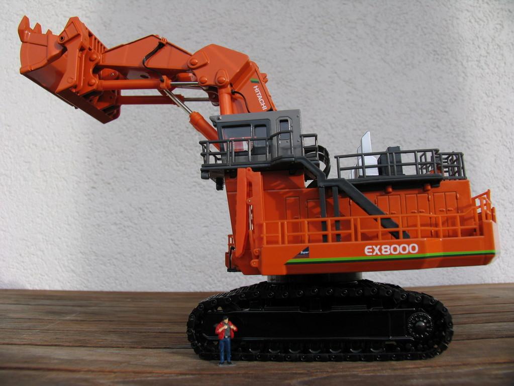 Hitachi EX8000 von Shinsei