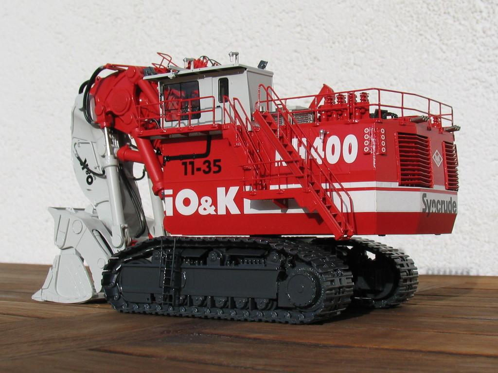 Technische Daten: 825t Gewicht, 4000 PS, 44 Kubikmeter Schaufelinhalt