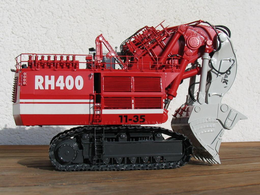 Somit ist der RH400 der größte Hydraulikbagger der Welt