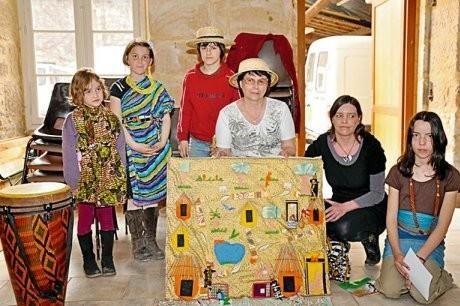 Le tapis conte des enfants de La Chapelle-Aubareil. PHOTO PIERRE FOCK