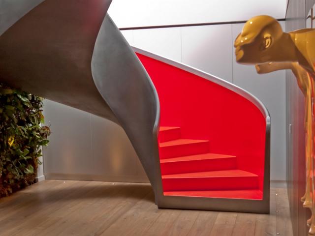 Décoration intérieur, escalier rouge