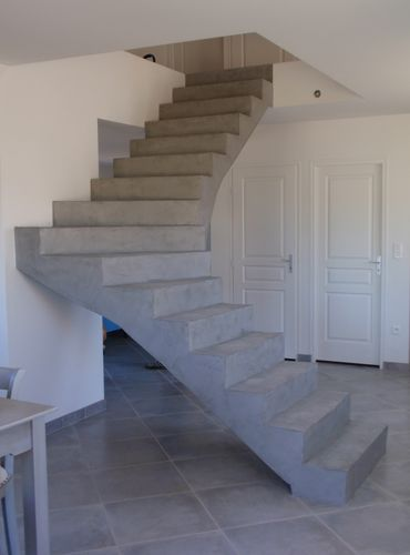 Un escalier BETON CIRE sera la pièce maitresse de votre maison. Il attirera le regard en créeant un relief saisissant.