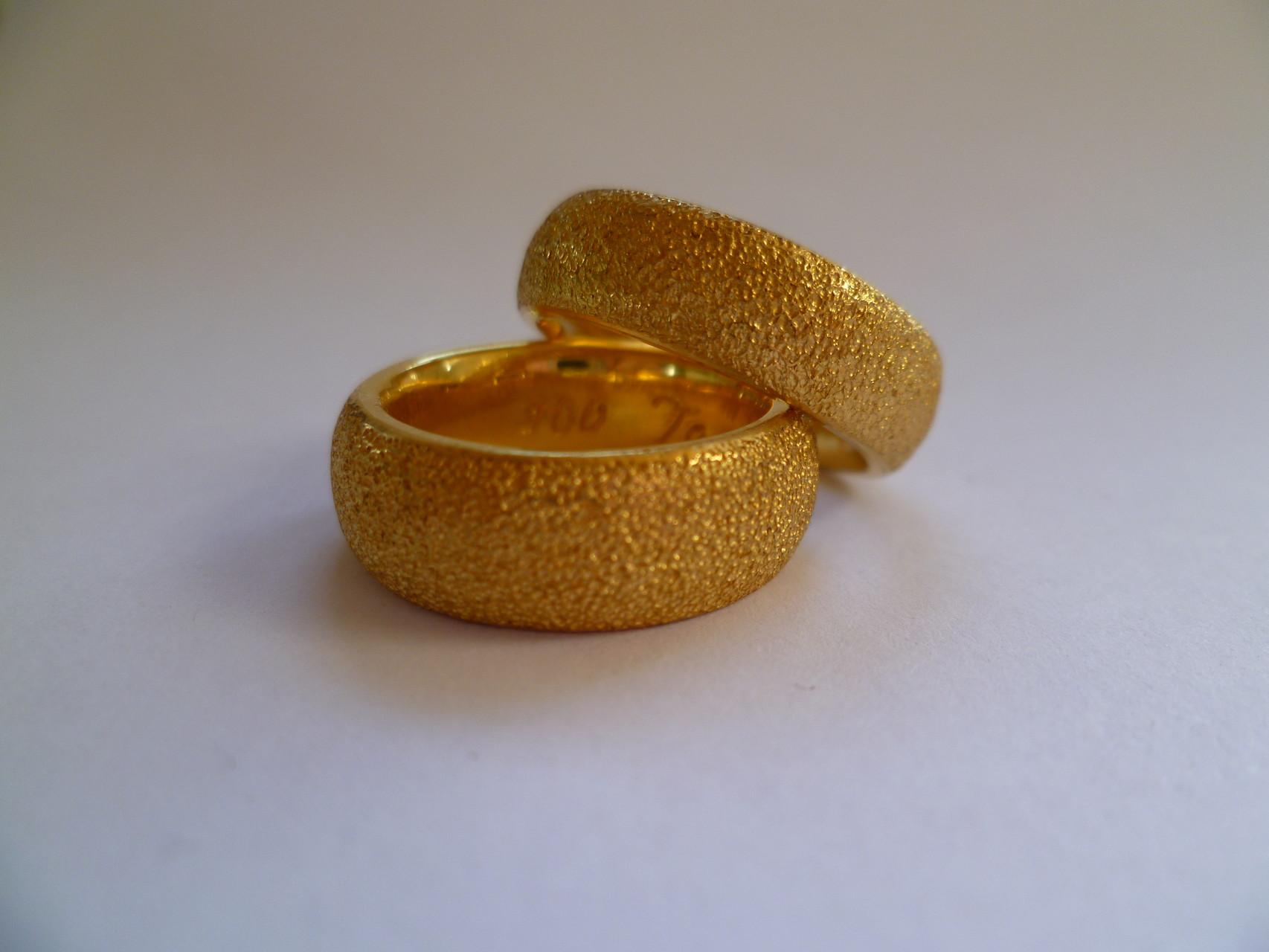 Fertig! Ein Paar in 900 Gelbgold